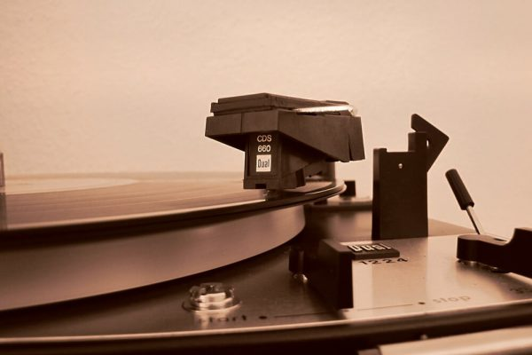 Vinyl Isn't Dead – Play Old Records With A Laser Turntable